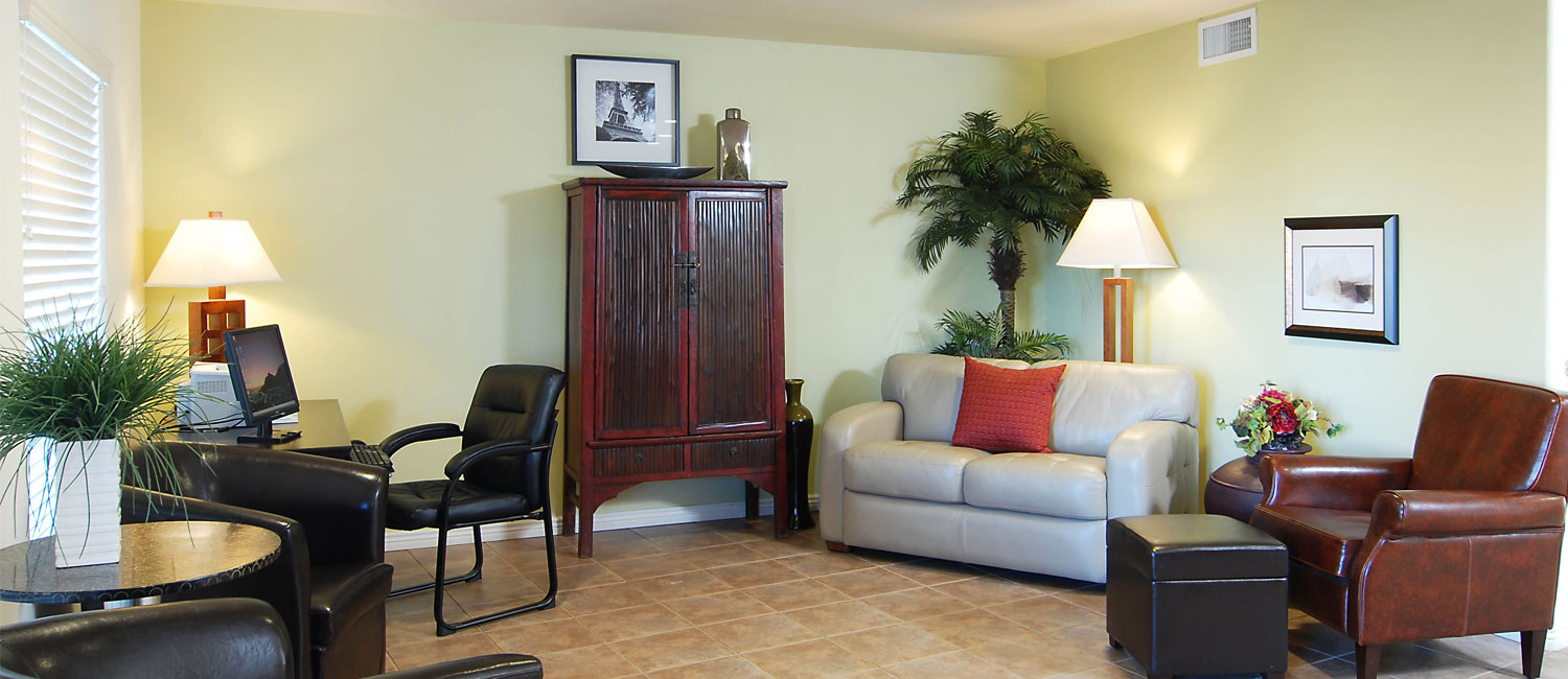 ENJOY PHOENIX ACCOMMODATIONS AND AMENITIES THAT ARE PERFECT FOR THE BUSINESS TRAVELER AT PREMIER INNS TOLLESON